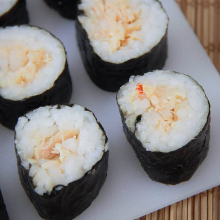 A perfect camping recipe using canned tuna to make a simple but very tasty sushi. #bushcooking #sushi #tuna #tunasushi