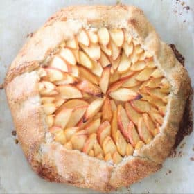 This apple tart is based on an Italian crostata which is similar to the French galette. Fillied with various forms of apple it is a wonderful dessert. #bushcooking #appletart