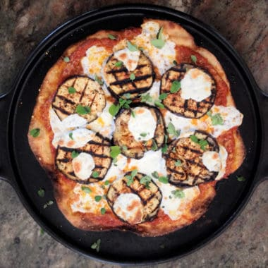 The vegetarian pizza uses freshly grilled eggplant on a homemade pizza base. #bushcooking #grilledeggplant #eggplantpizza